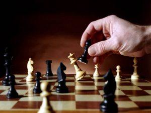 Luật cờ Vua quy định cách di chuyển quân cờ vua
