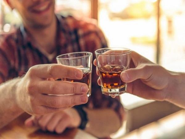 nằm mơ thấy uống rượu đánh con gì?